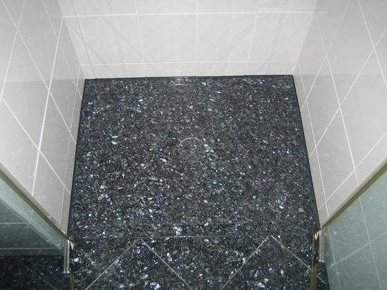 dusche richtig fliesen inspiration f r ihre begehbare dusche walk. Black Bedroom Furniture Sets. Home Design Ideas